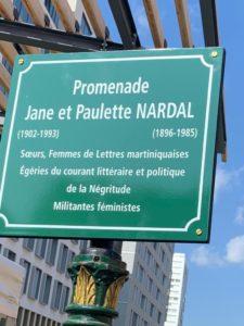 Plaque commémorative apposée sur la façade de la rue